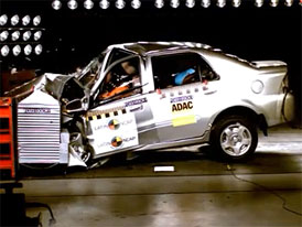 Crash test Geely CK1: Bez bodů od Latin NCAP (video)