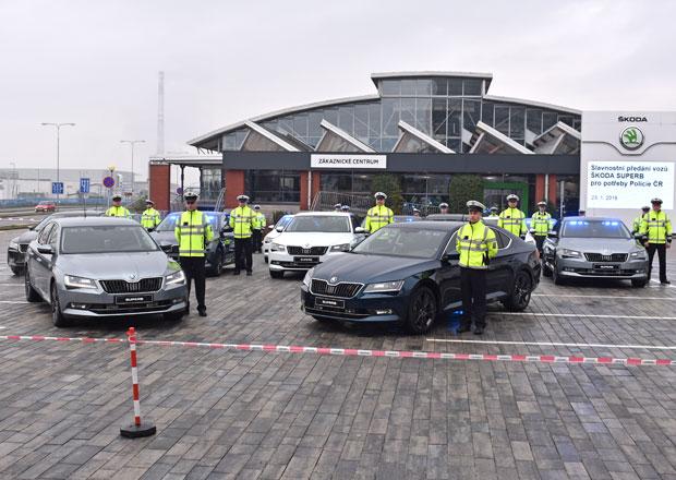 Policie ČR převzala první várku nových Superbů. Budou hlídat dálnice po celé republice