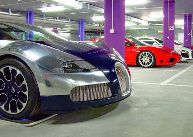 Luxusní hotely pro auta mají v... To určitě uhodnete