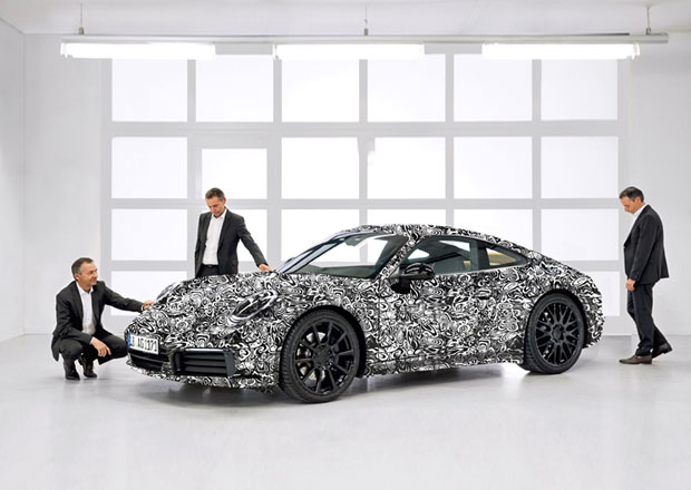 Nové Porsche 911 na prvních oficiálních fotkách. Stane se hybridem!