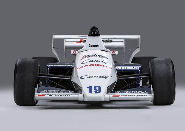 Formule Ayrtona Senny míří do aukce. V uličkách Monaka v ní zářil, pak přišel kontroverzní konec