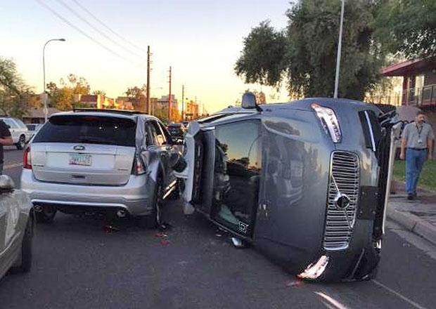Autonomní vozidlo Uberu nebouralo poprvé. Připomeňte si předchozí nehody aut bez řidiče