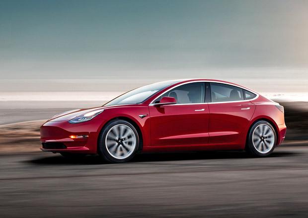 Tesla Model 3 má v nové verzi s dvojicí elektromotorů pokořit BMW M3