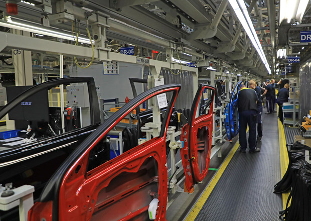 Tržby automobilek loni vzrostly o 7 procent na rekord 1,1 bilionu Kč