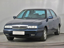 Exotická Lancia Kappa po prezidentu Václavu Havlovi je na prodej. Kolik za ni dáte?