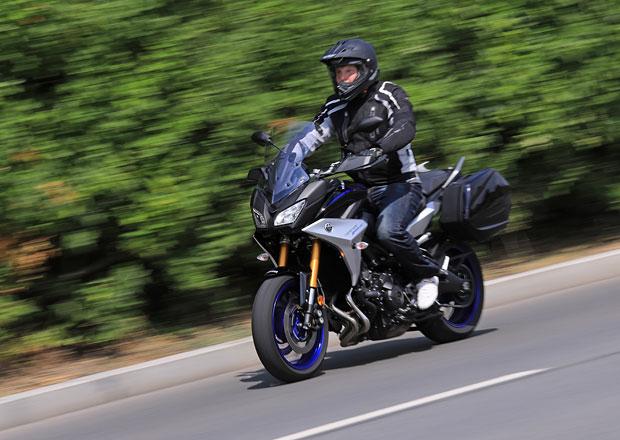 TEST: Yamaha Tracer 900. Tohle je fakt holka pro všechno!