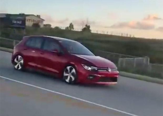 Nový Volkswagen Golf zachycen bez maskování v Africe