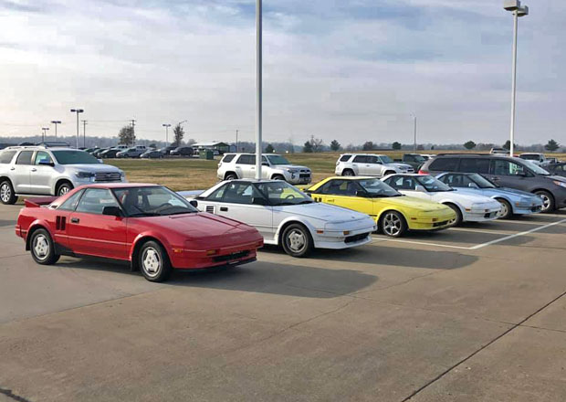 Prodal pět původních Toyot MR2, aby si mohl koupit zánovní Mazdu MX-5