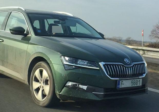 Omlazená Škoda Superb zachycena vprovozu! Jaké změny odhalila?