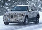 Produkční verze elektrického SUV Mercedesu zachycena špiony. Tak odvážná není