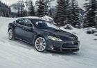 Zima s elektromobilem. Jak se v mrazu žije s Teslou Model S?