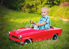 Česká firma tvoří krásná retro šlapací autíčka. Jestli si troufnete, sestavte si jej sami