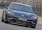 Mark Webber a Porsche Mission E spolu v akci na testovacím okruhu