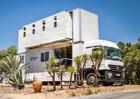 Truck Surf Hotel to je Mercedes-Benz Actros proměněný v patrový hotel