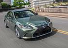 Poprvé za volantem nového Lexusu ES. Zaujme komfortem a hybridním pohonem?