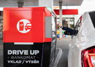 Jako v Americe! V Česku při výběru peněz už nemusíte opouštět auto