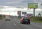 Zákaz billboardů kolem dálnic platí už rok. Stále jich zbývá 700