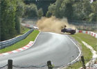 Závodník v Porsche 911 havaroval a předvedl deset kotrmelců. Odešel po svých