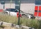 Plnokrevník neuhlídán! První záběry maskovaného SUV Ferrari jsou venku