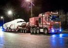 Mercedes-Benz Actros 4163 SLT si poradí i s přepravou velkého dopravního letadla