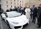 Čech vyhrál v charitativní loterii papežovo lamborghini