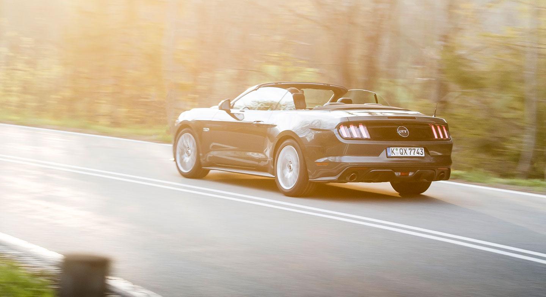 GALERIE  Ford Mustang Convertible 2.3 EcoBoost  První jízdní dojmy z Německa   af89a60d7c