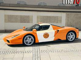V Ománu taxikářem? Jedině s Ferrari Enzo!