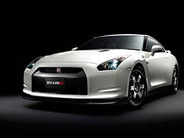 Nissan GT-R Nismo dá stovku za 2 sekundy