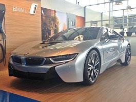 Maketa BMW i8 na prodej na eBay. A je o ní zájem!