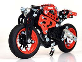 Ducati a Meccano: Kdo si hraje, nezlobí