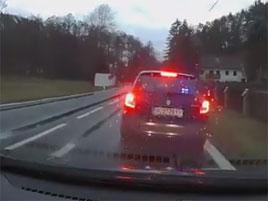Aktualizace: Muž, který vypadal jako falešný policista, je skutečný policista. Řidiče chtěl zkasírovat ve svém volnu