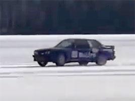 Svět má nový rychlostní rekord. Podívejte se, jak vypadá 340 km/h na ledu