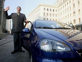 Nejvyšší člověk světa jezdí Chevroletem Tacuma: titulní fotka