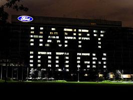 Ford popřál koncernu GM k narozeninám: titulní fotka