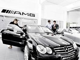 AMG otevře 175 nových Performance center, krize nekrize: titulní fotka