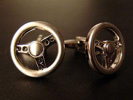 Manžetové knoflíčky ve tvaru volantu, rychloměru či brzd? Bezva!: titulní fotka
