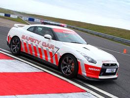 Nissan GT-R jako zpomalovací vůz britských superbiků: titulní fotka