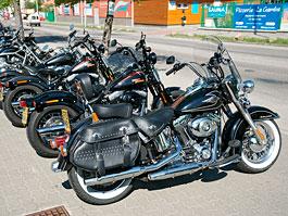 Za řídítky Harley-Davidson: Electra Glide, Road King a V-Rod: titulní fotka