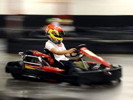 Ferrari: jedenáctiletý klučina porazil na motokárové dráze Alonsa (nebo Massu...?): titulní fotka