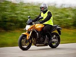 Honda představuje motocyklovou reflexní vestu: titulní fotka