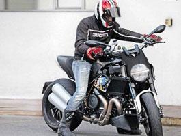 Ducati Diavel: V-Max z Bologni (spy photos): titulní fotka