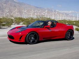 Tesla povolává do servisů roadstery kvůli riziku požáru: titulní fotka