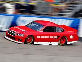 Speciál Dodge pro NASCAR s novou přídí: titulní fotka