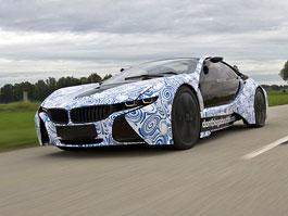 BMW oficiálně potvrdilo výrobu sportovního plug-in hybridu: titulní fotka