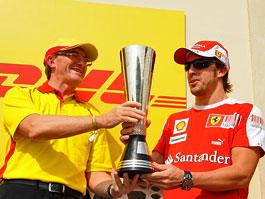 Fernando Alonso: přeci jen se letos (nějakého) poháru dočkal: titulní fotka