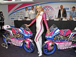 Paris Hilton vstupuje do MotoGP: titulní fotka