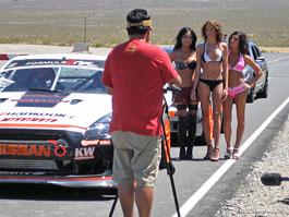Nahá modelka Playboye za volantem driftovacího speciálu: titulní fotka