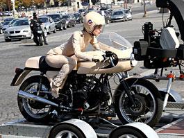 Keira Knightley a Ducati: focení pro Chanel: titulní fotka
