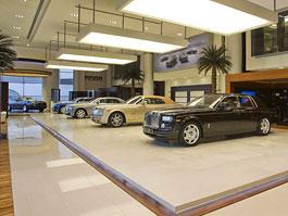 Největší prodejna Rolls-Royce je v Abu Dhabi: titulní fotka