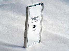 Aston Martin představuje průhledný mobilní telefon CTP002: titulní fotka